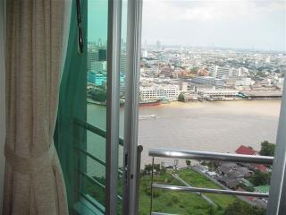 3 BR apartment by river, great view & facilities