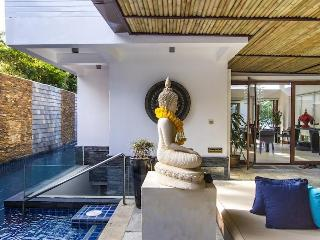 Stunning - Luxurious - On the Beach - 5 Bdrm, Mae Nam