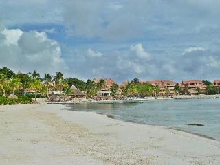 Chac Hal Al F-103 Casa Begonia right on the beach