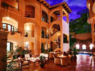 Acanto Hotel and Suites 1,2,3 bedroom Suites, Playa del Carmen