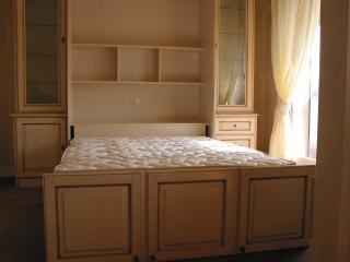 Murphy queen size bed