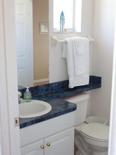 Jack and Jill Bathroom w/shower enclosure