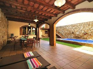 BOUTIQUE HOME, 18th CENTURY VILLAGE HOUSE WITH  POOL, JUST 45 M. TO THE BEACH