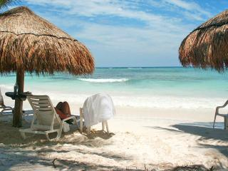 La Casa Bay Blue...WATERFRONT VIEW...Beach Club, Golf Cart included!, alquiler de vacaciones en Puerto Aventuras