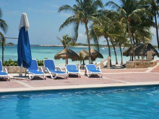 La Casa Bay Blue...WATERFRONT VIEW...Beach Club, Golf Cart included!
