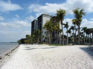 Sanibel Harbour Marriott Waterfront Luxury Condo with Spa Membership and WiFi!
