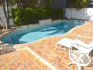 STUNNING UPDATED HOME LARGE HTD POOL STEPS 2 BEACH!, Lauderdale by the Sea