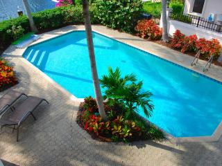 "By The Sea Vacation Villas LLC ""Casa Palma"" WATERFRONT HTD POOL"