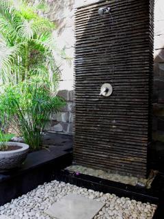 Ourdoor shower water feature