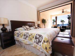 Luxury Beachfront Condo at Affordable Prices, San José Del Cabo
