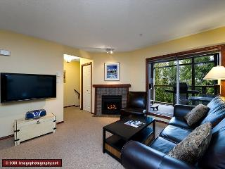45 Glaciers Reach this 2br home has a hot tub & pool in Whistler Village