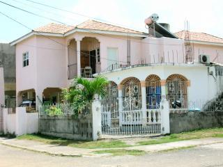Villa near Beach, Shopping, Park, Bus, Waterfalls, Ocho Rios