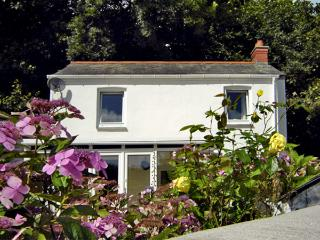 COACHMAN'S COTTAGE, family friendly, with woodburner in Pentewan, Ref 3628