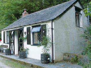 COACHMAN'S, romantic, character holiday cottage, with open fire in Tintagel, Ref