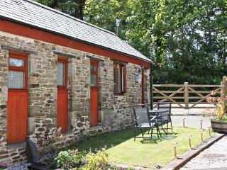 COSY COTTAGE, romantic, country holiday cottage, with a garden in Dobwalls, Ref
