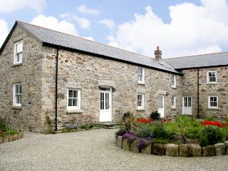 DEMELZA BARN, pet friendly, country holiday cottage, with a garden in Reawla, Ref 3518, Hayle