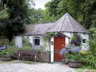 MILLSTREAM, romantic, character holiday cottage, with a garden in Tintagel, Ref