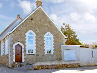 THE OLDE SUNDAY SCHOOL, family friendly, character holiday cottage, with a garden in Rejerrah, Ref 2427