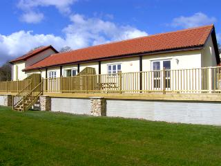 VALLEY VIEW, pet friendly, character holiday cottage, with a garden in Upottery, Ref 2015, Chardstock