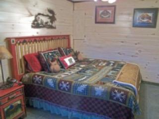 Chambre des maîtres avec King taille lit, literie de luxe et serviettes