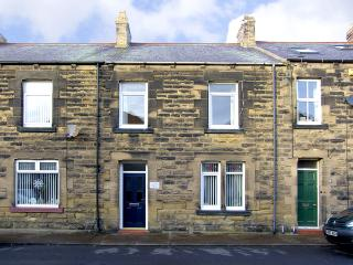AMBLERS' REST, pet friendly, with a garden in Amble-By-The-Sea, Ref 2786