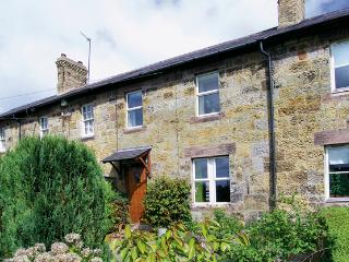 APPLE TREE COTTAGE, character holiday cottage, with a garden in Fenwick Near Holy Island, Ref 930, Berwick-upon-Tweed