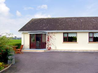 ARAS UI DHUILL, pet friendly, country holiday cottage, with a garden in Abbeydor