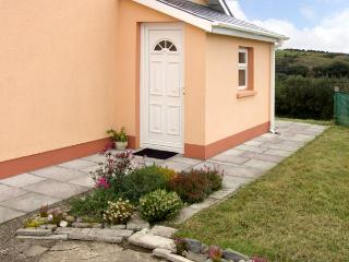 BANTRY APARTMENT, romantic, country holiday cottage, with a garden in Bantry, County Cork, Ref 3642