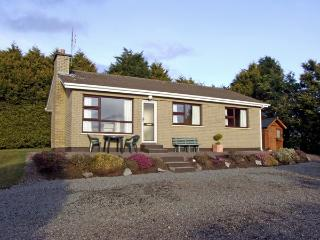 BAYVIEW COTTAGE, family friendly, country holiday cottage, with a garden in