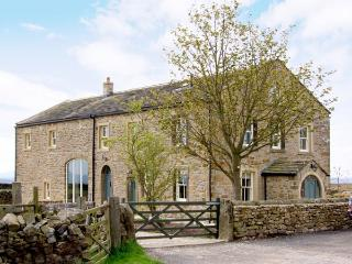 BOOKILBER BARN, family friendly, luxury holiday cottage, with hot tub in