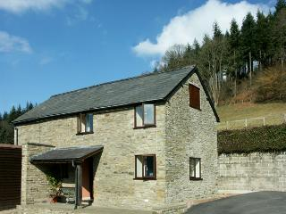 BORDER VIEW, family friendly, character holiday cottage, with a garden in