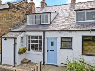 BRAMBLE COTTAGE, family friendly, character holiday cottage, with a garden in Robin Hood'S Bay, Ref 2491, Robin Hood's Bay