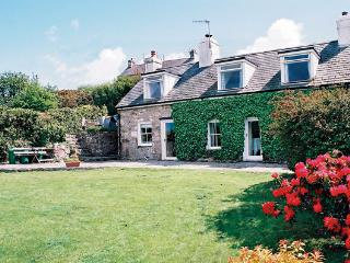 BRONWYDD, pet friendly, character holiday cottage, with a garden in Llanbedrog, Ref 996