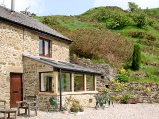 BURRS COTTAGE, pet friendly, character holiday cottage, with a garden in Great