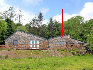 BUZZARD COTTAGE, pet friendly, country holiday cottage, with a garden in Dolgellau, Ref 2506