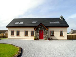 COIS FARRAIGE, pet friendly, character holiday cottage, with a garden in Castlegregory, County Kerry, Ref 2249