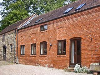 CORN HOUSE, pet friendly, luxury holiday cottage, with a garden in Cardington Ne