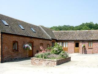 COWSLIP COTTAGE, pet friendly, character holiday cottage, with a garden in Much Wenlock, Ref 1276