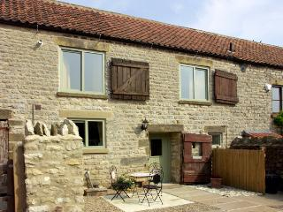 COW BYRE COTTAGE, character holiday cottage, with a garden in Wrelton, Ref 1577, Pickering