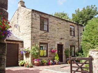 CRESCENT COTTAGE, family friendly, character holiday cottage, with a garden in Haltwhistle, Ref 1168