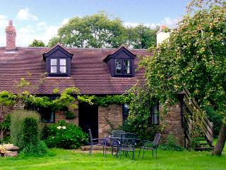 CRISPEN COTTAGE, character holiday cottage, with a garden in, Church Stretton