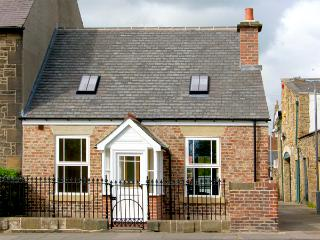 DACRE COTTAGE, pet friendly, country holiday cottage, with a garden in Morpeth,