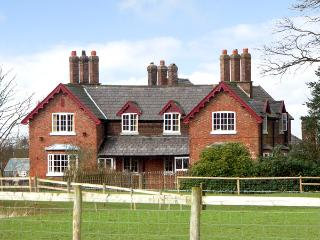 DAIRY APARTMENT 2, character holiday cottage, with a garden in Tatton Park, Ref