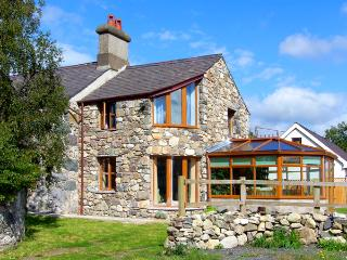 DDOL HELYG FARMHOUSE, pet friendly, character holiday cottage, with a garden in Llanrug, Ref 1576
