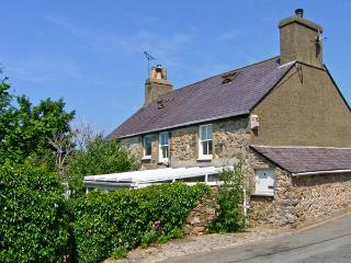 DOLFOR, family friendly, character holiday cottage, with a garden in Nefyn, Ref 1851