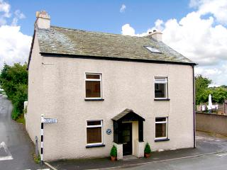 DOLPHIN COTTAGE, pet friendly, with a garden in Flookburgh, Ref 2171, Grange-over-Sands