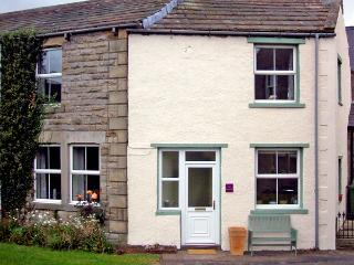 EAST STONELEA, pet friendly, country holiday cottage, with open fire in Aysgarth, Ref 2679