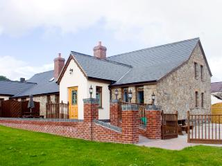 ELDER COTTAGE, pet friendly, luxury holiday cottage in Kidwelly, Ref 2303