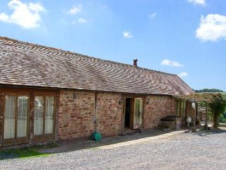 GARDEN BARN, pet friendly, character holiday cottage, with a garden in Billingsl