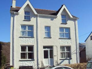 HALFORD HILL, pet friendly, country holiday cottage, with a garden in Llanberis,